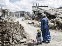 woman-and-child-in-kobani-syria.jpg.size-custom-crop.1086x0